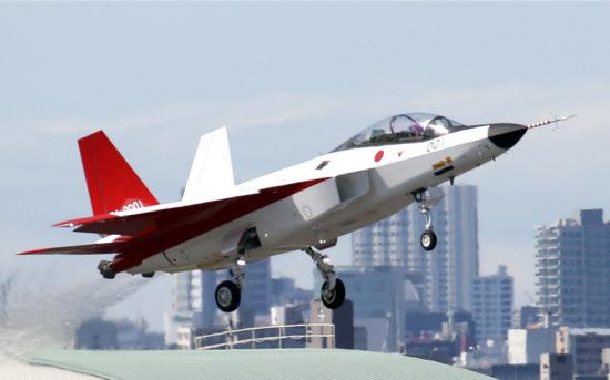 先端技術実証機の初飛行
