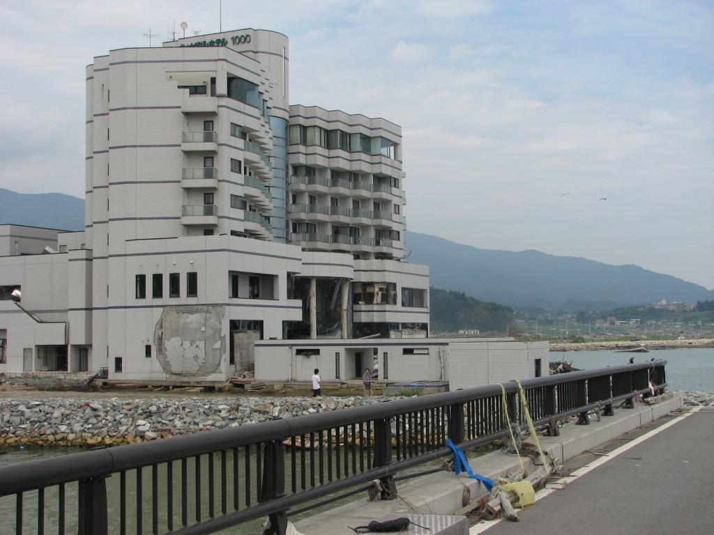 東日本大震災_海沿いのホテルの被害状況